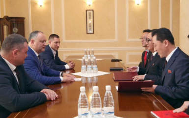 Moldovan and North Korean representatives in Chisinau